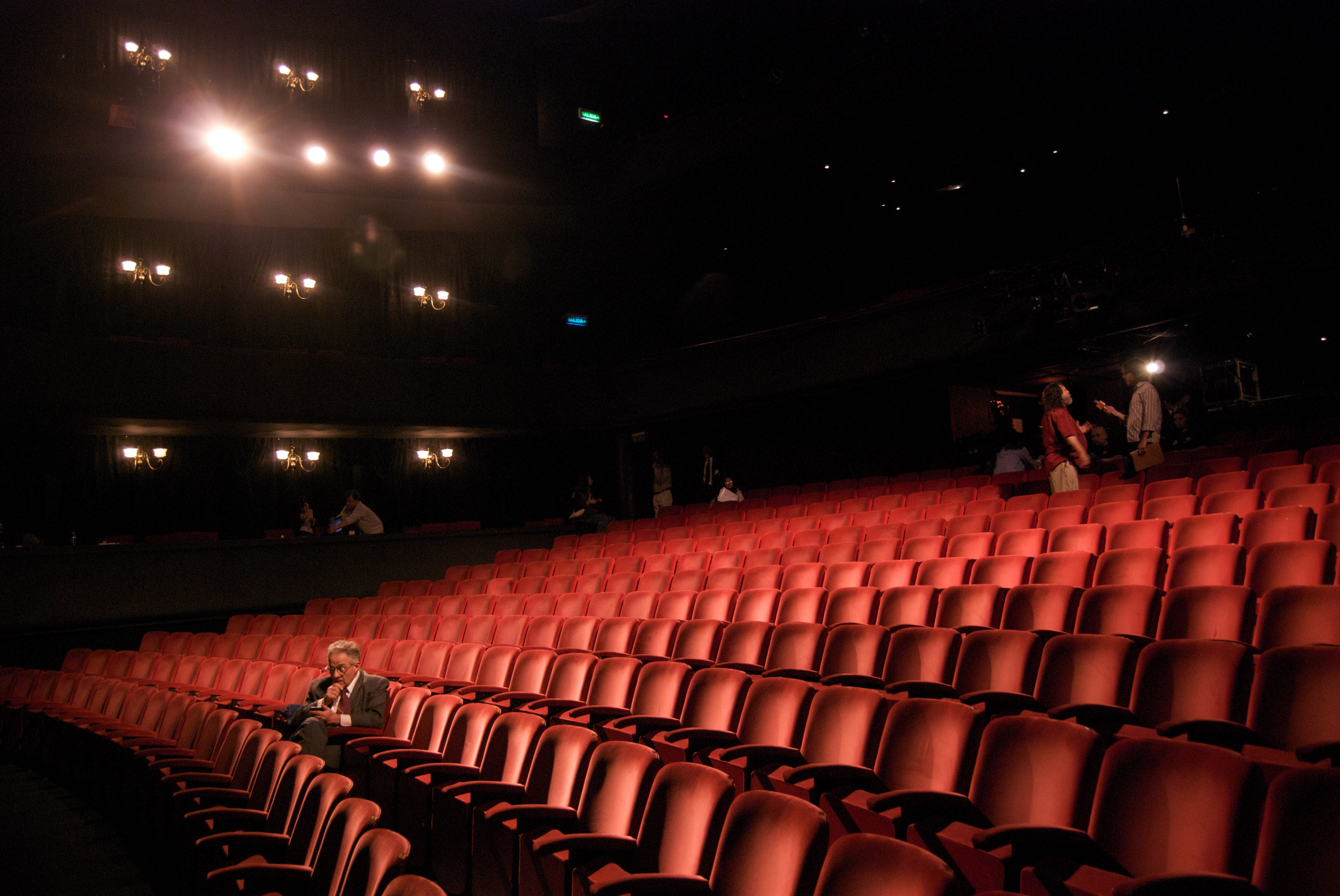 File:Richard in an empty theater.jpg - Wikimedia Commons